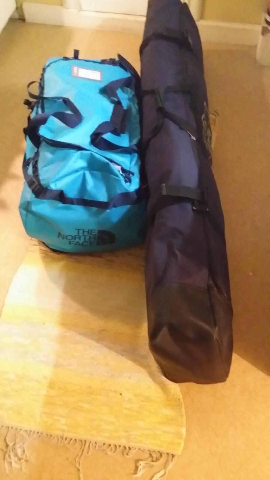 Utrustning packad i väskor